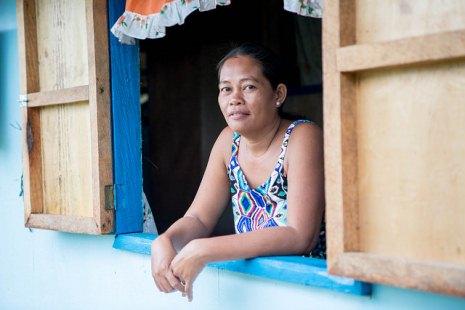 Philippin vươn lên: Một năm sau siêu bão Haiyan – Câu chuyện của Flora